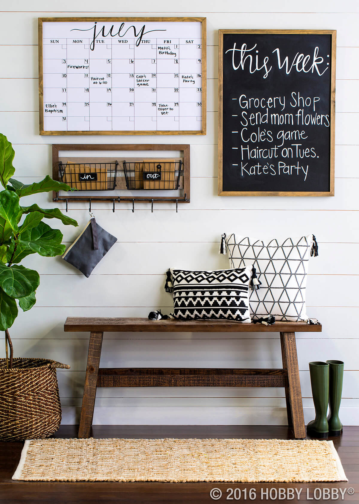 Love this farmhouse style command station, so cute and easy to put together! Get organized in style! #farmhouse #farmhousestyle #commandstation #diy #commandcenter