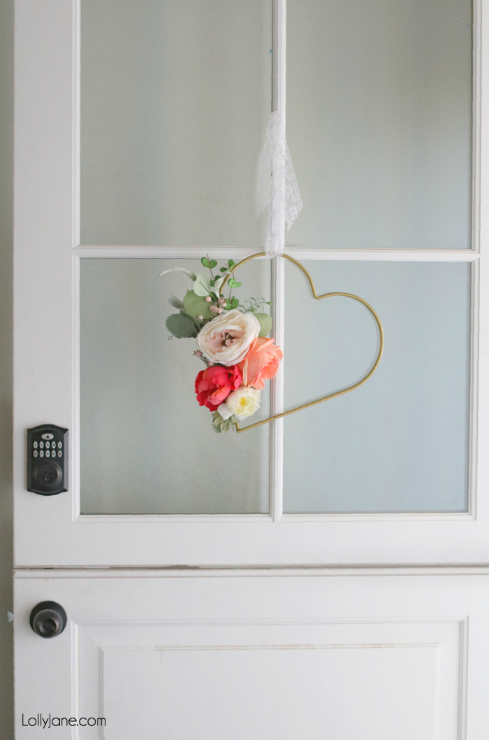 GORGEOUS Simpson Dutch Door!!! Love this easy DIY Heart Hoop Wreath paired with it! #diy #simpsondoor #wreath