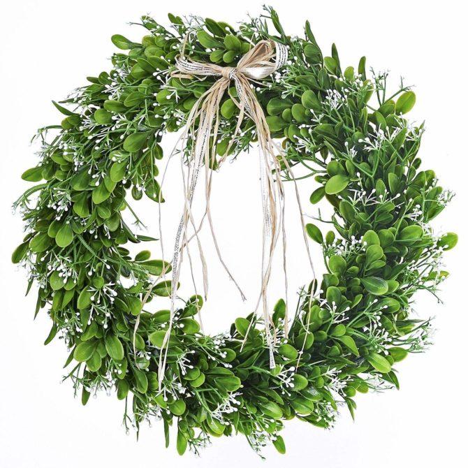 Love this boxwood spring wreath with a cute natural bow. Love this pretty farmhouse wreath! #farmhouse #farmhousedecor #farmhousewreath #boxowod #boxwoodwreath