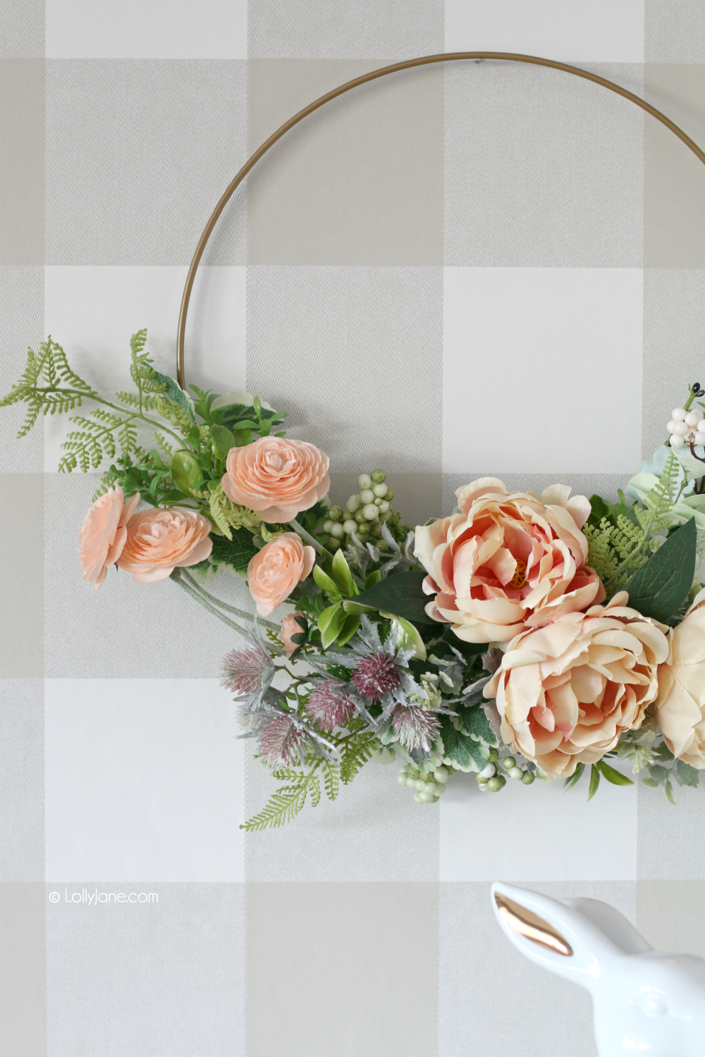 GORGEOUS DIY Modern Floral Wreath. In less than 10 minutes you can greet your home with an EASY handmade wreath that shouts out, Welcome Spring! #diy #springdecor #springwreath #handmade