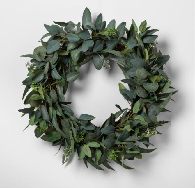 Love this faux seeded eucalyptus wreath, it added the perfect farmhouse vibe! #farmhousedecor #homedecor #wreath #farmhousewreath
