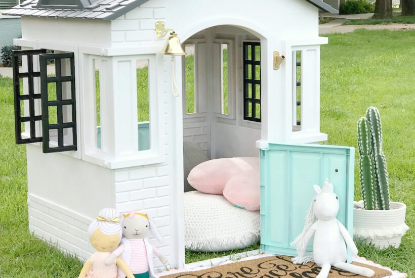 DIY Little Tikes Playhouse Makeover! Dying over this cute cottage playhouse, you HAVE to see the BEFORE!! Such an easy makeover you can do in one afternoon! #diy #littletikesplayhouse