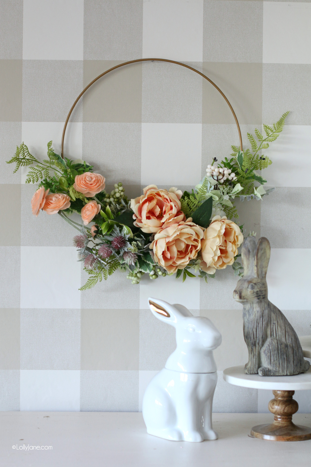 BEAUTIFUL Modern Floral Wreath, perfect for spring or Easter! And, made in 10 minutes!! So cute and easy, love this simple DIY to get in the festive spring mood! #diy #springwreath #floral #craft