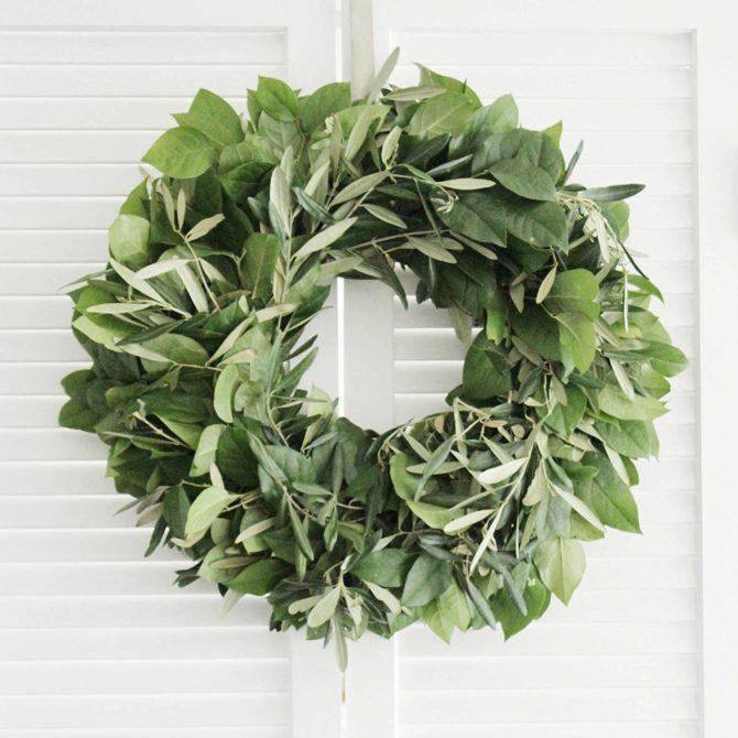 I've never seen an olive lemon wreath, so pretty! The perfect farmhouse charm! #olivelemonwreath #olivewreath #lemonwreath #farmhousestyle #farmhouse