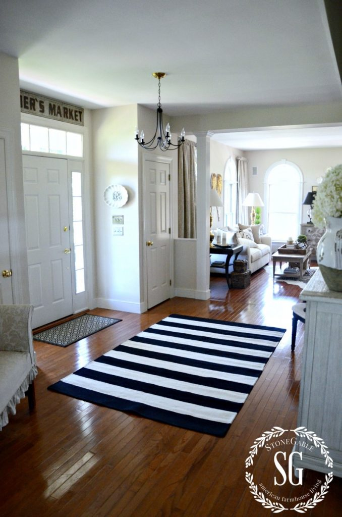 Loving this black and white striped modern farmhouse rug. Add a punch of modern flair to your everyday decor with a fun rug! Check out more rug recommendations, too! #rugideas #modernrug #farmhouserug #rugdecor #farmhousedecor