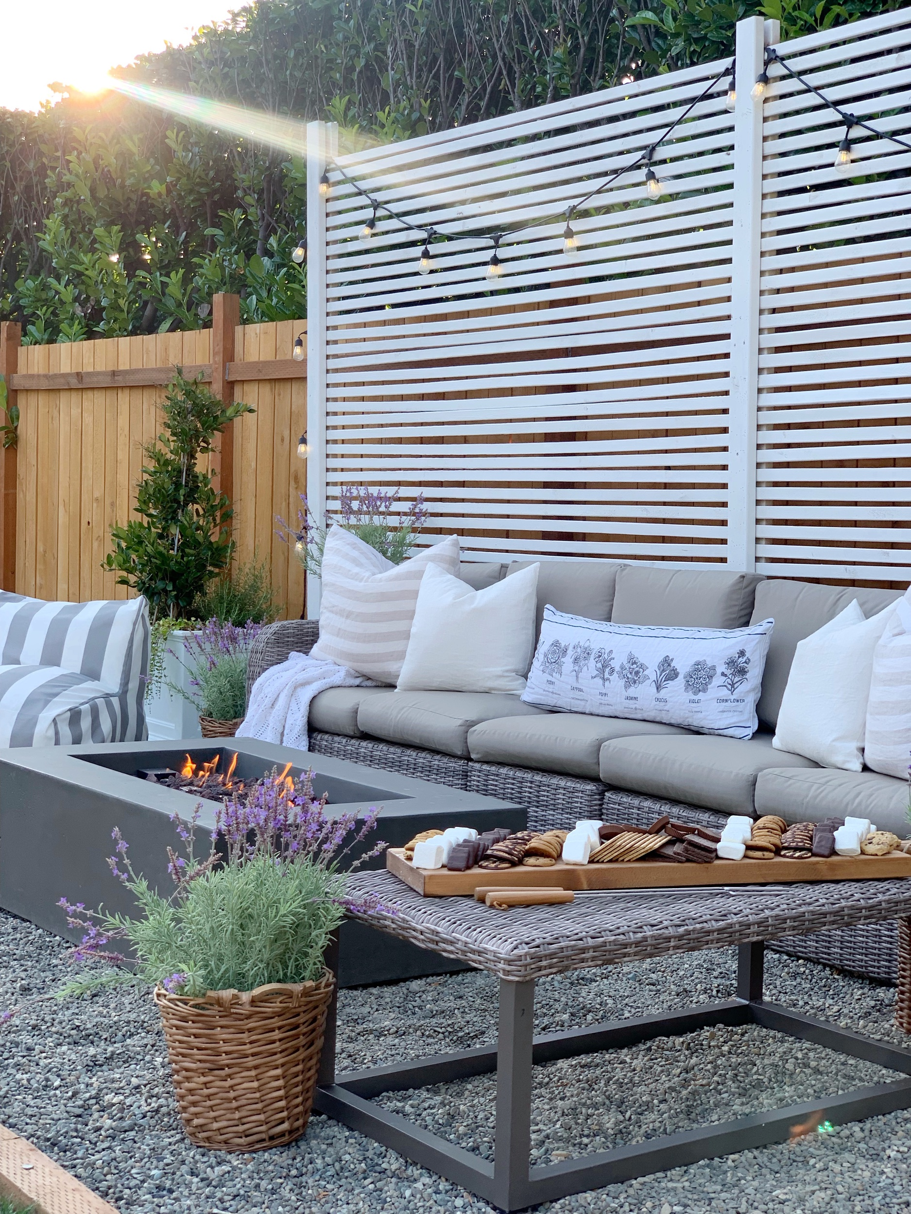 Pretty baskets of lavender soften up this outdoor space! #lavender #vintagedecor #homedecor #decoratingwithlavender #vintagedecorations #lavender