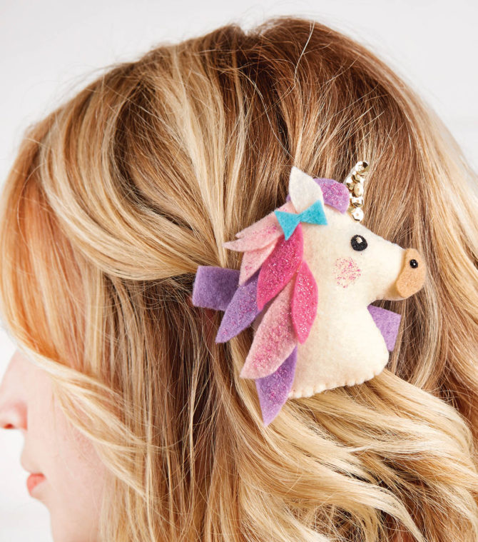 DIY Unicorn Clip! Cute and easy kids craft idea! #diy #kidscraft #unicorndiy #unicorn #unicorntheme #unicorncraft