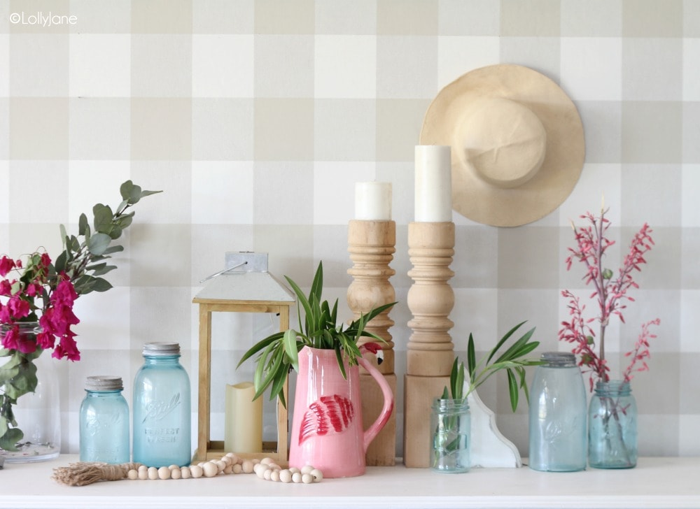 Tips for how to decorate a simple summer mantel! #summer #summermantel #summerdecor