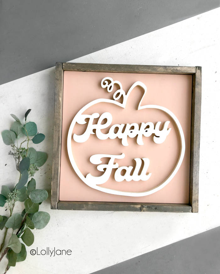 Love this CUTE and easy-to-make fall sign, handmade and perfect to welcome autumn! #diy #handmade #sign #falldecor