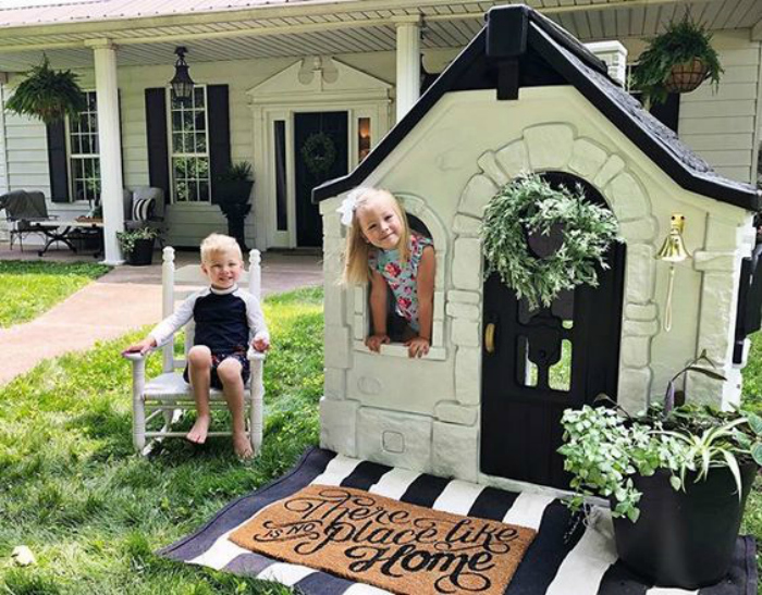 Check out this cute black and white playhouse!! #paintedplayhouse #costoplayhousehack #blackwhiteplayhouse #costoplayhouse