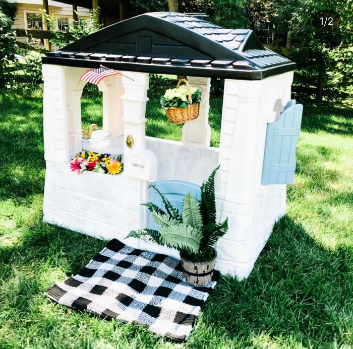 Wow, this is the cutest way to add flowers into this playhouse!! #floral #diyplayhouse #diywoodenplayhouse