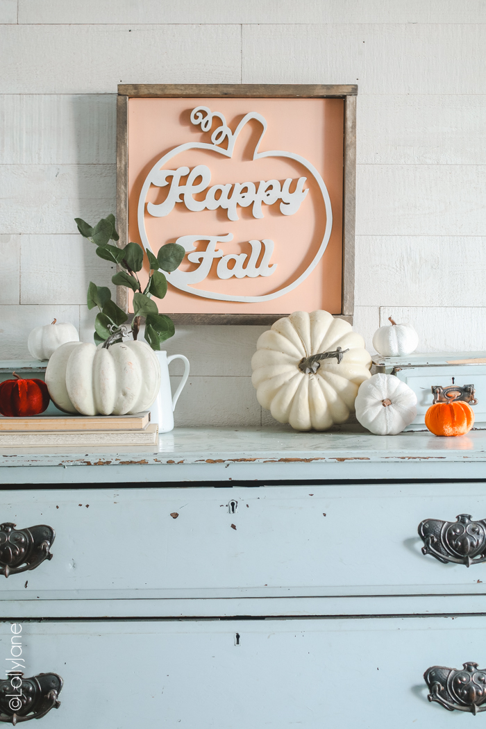 Darling handmade fall sign, farmhouse style! Hang this cutie to ring in autumn! #diy #handmade #falldecor #sign #fallsign