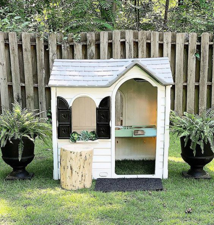 have you ever considered painting a playhouse? #littletykes #woodenplayhousemakeover #playhouseplayset #diyplayhouse