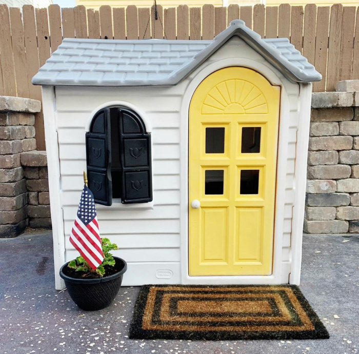 Look at this pop of color on this remodeled playhouse!! #yellowdoorplayhouse #cedarplayhouseremodel #playhouseremodel #diy #diyremodeledplayhouse