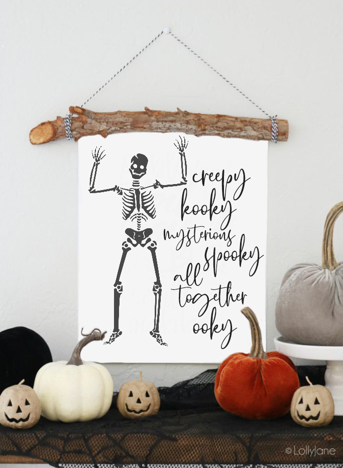 Love the Addams family? Snag this FREE Halloween printable, love it! #halloween #freeprintable #printableart #halloweendecorations