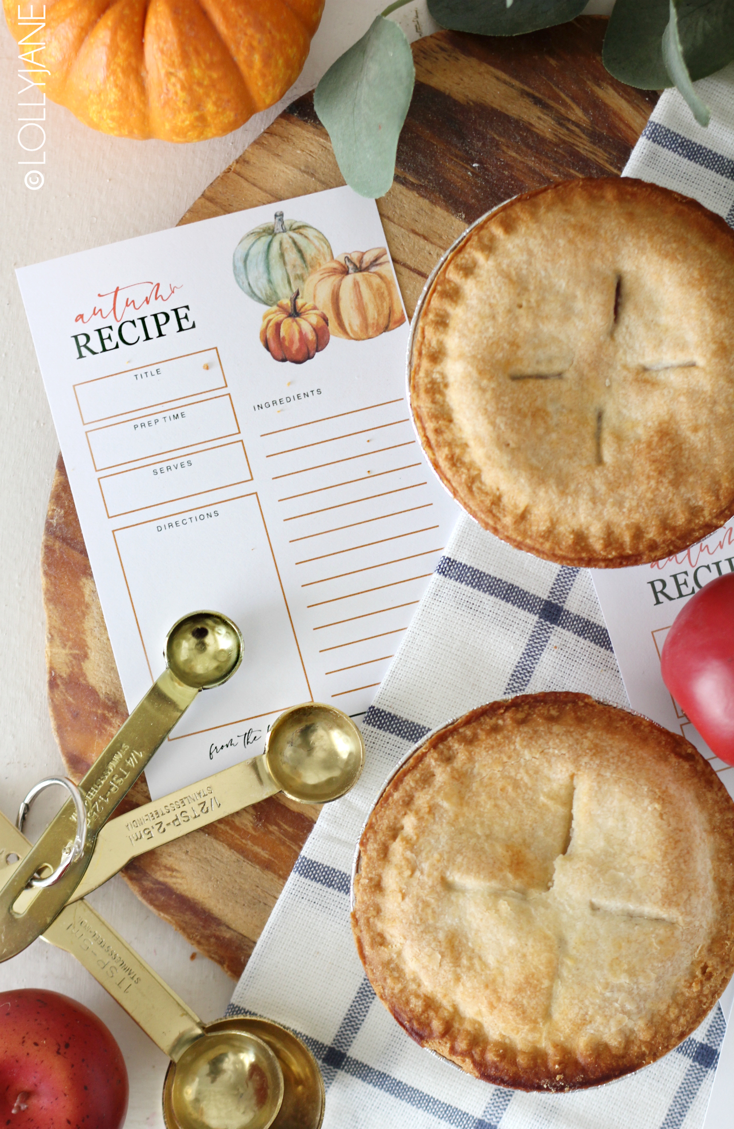 Keep track of those tasty fall desserts on these FREE printable fall themed recipe cards #freeprintable #printable #printablerecipecard #recipecard