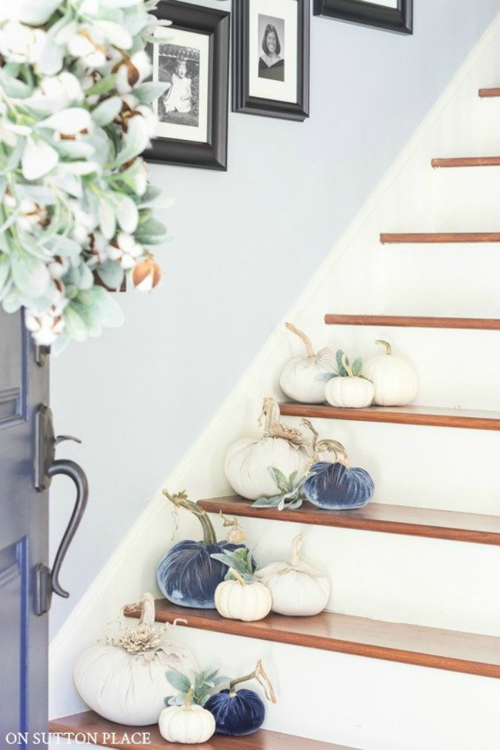 Easy fall decorating ideas placing pumpkins on the stairway. Love these mixed velvet and white pumpkins for pretty fall decor. #velvetpumpkins #bluewhitepumpkindecor #decoratingstairsforfall #falldecorating #falldecorations #pumpkinstairs