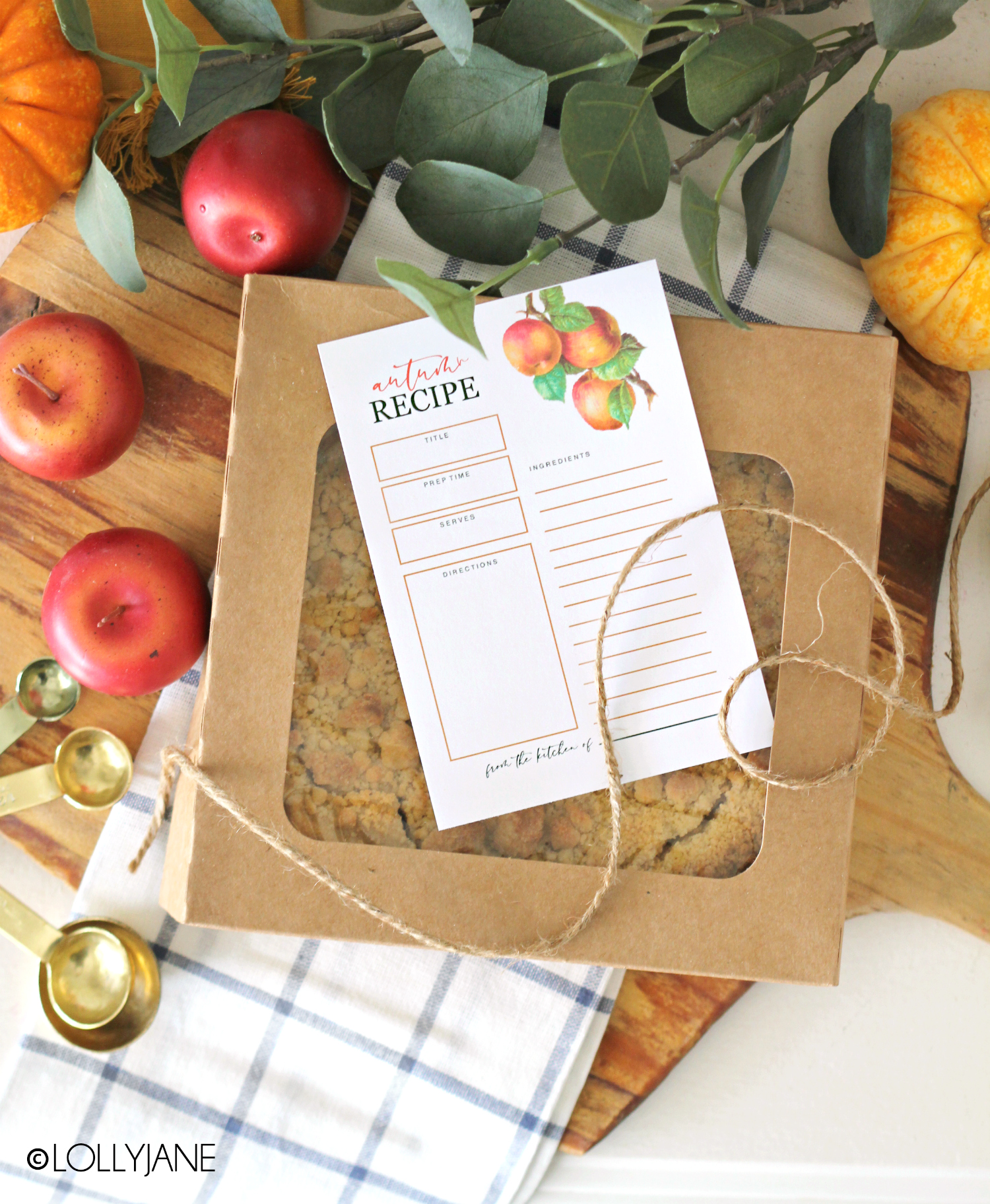 Gorgeous FREE fall theme recipe cards, perfect to keep track of all those autumn desserts and delicious fall foods! #freeprintable #fallprints #fallprintable #recipecards #recipecard #freerecipecard