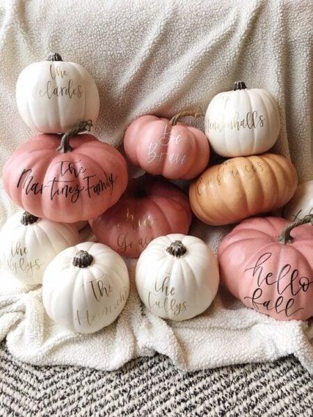 cute pink pumpkin lettering decor !! #pinkpumpkin #pinkpumpkindecor #pumpkindecor #lettering #letteringdecor