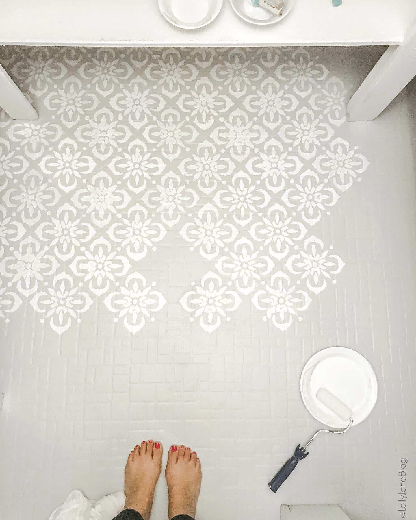 GORGEOUS! How to paint stenciled floors. so easy! Check out this remarkable before/after #diy #paintedfloors