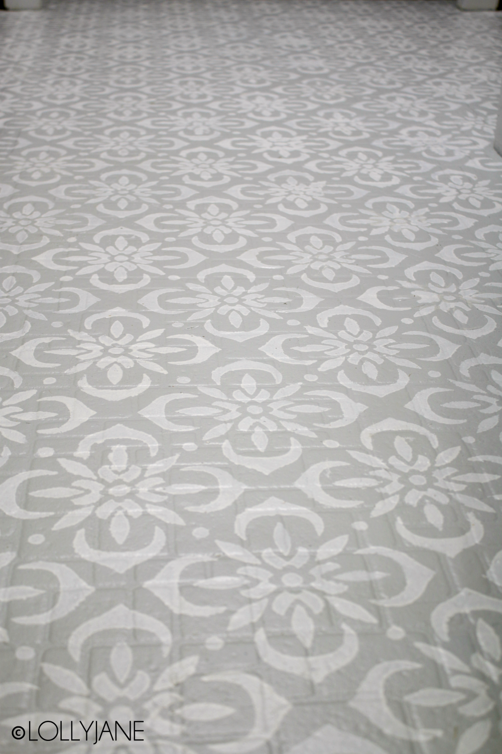 Gorgeous stenciled floor on 40-year old LINOLEUM floor! Easiest ever tutorial and step-by-step directions to paint your own floors! #paintedfloors #diy #stenciledfloors