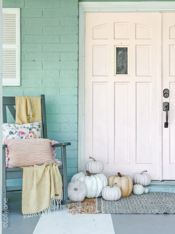 Cozy fall porch with pops of PINK! #fall #fallporch #falldecorations