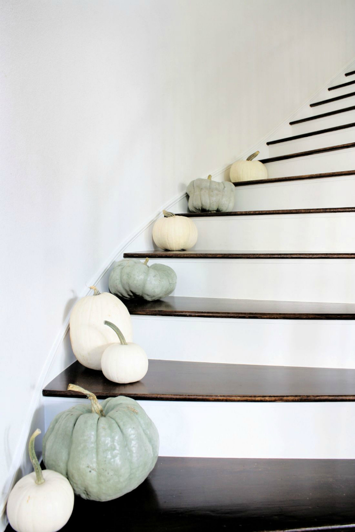 Keep fall decor simple with white pumpkins and Cinderella pumpkins on the stairs. Classy and cute! #cinderellapumpkins #whitepumpkins #pumpkinsonstairs #pumpkinsstairideas #decoratingpumpkinsonstairs #falldecorations #fallpumpkindecorideas