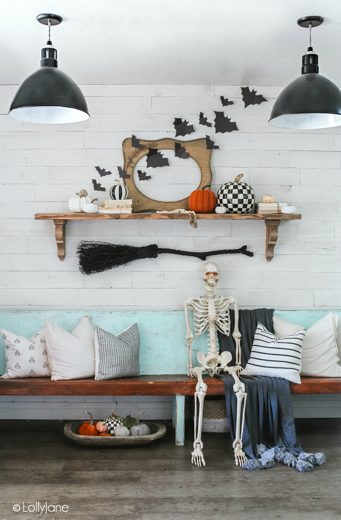 Simple Halloween Foyer, EASY to recreate! #halloween #halloweendecor #halloweendecorations
