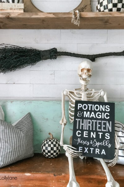 Cute DIY Halloween sign, SO easy to make! Spruce up your Halloween mantel in no time with this how-to! #halloween #halloweenmantel #halloweensign #halloweendecorations
