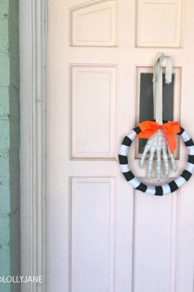 Easy-to-make Halloween Wreath... a lot of these supplies are from the dollar store! SO cute! #diy #hallweenwreath #holidaywreath #halloweendecor #halloweendecorations