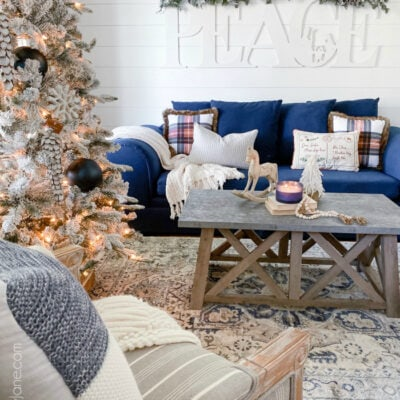 Farmhouse Christmas Living Room to Stay Cozy All Season Long