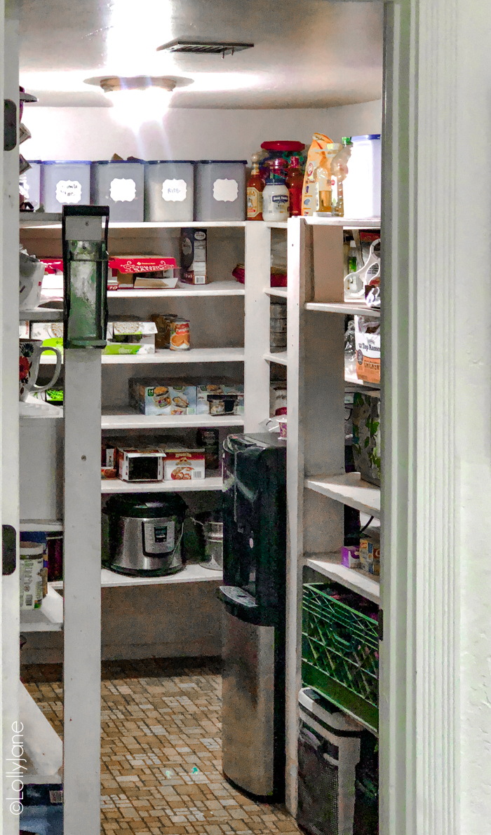"Oooh la la! This is the ""before"" but check out the farmhouse style pantry makeover is STUNNING! SO many tips and tricks to copy this look, love it! #pantrymakeover #farmhousepantry #storage #organization #pantryorganization"