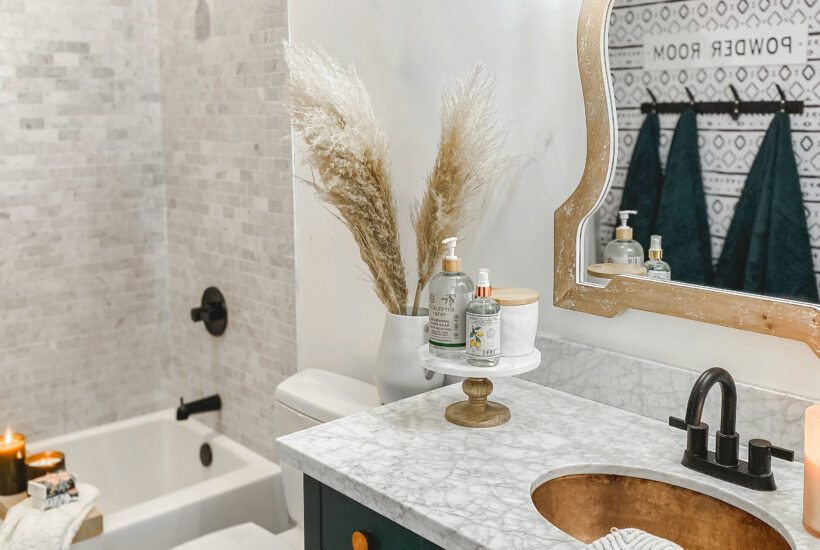 Pretty Modern Farmhouse Bathroom that had a ton of style with great storage solutions! #modernfarmhouse #modernfarmhousebathroom #marbletile #subwaytile
