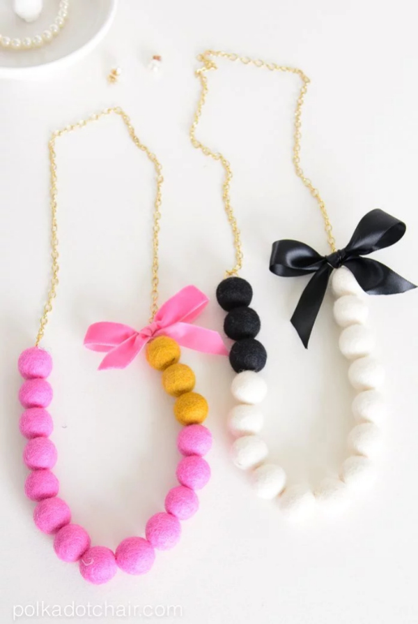 DIY felt ball necklace tutorial, such a pretty handmade statement necklace. This would be an easy handmade Galentines gift idea! #feltballnecklace #diyfeltballnecklace #galentinesdaygifts #handmadegiftidea