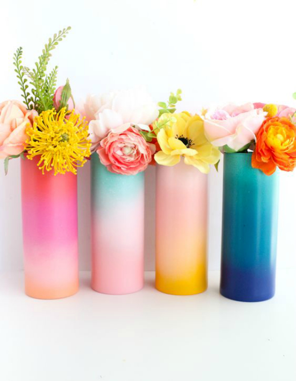Get how-to for these easy DIY gradient vases. Fill them with flowers for the perfect handmade Galentines Day gift! #diyhandmadegift #handmadegidea #galetinesday