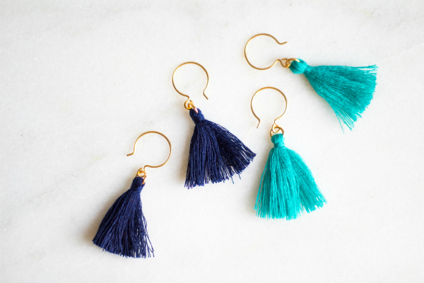 These diy tassel earrings would make the cutest galentines day gift! Such an inexpensive handmade gift idea! #diy #handmadegift #galentinesdaygift