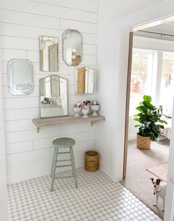 Love this mirror gallery wall using multiple mirrors in the bathroom instead of just one. Recreate this look with thrifted mirrors to add charm to any bathroom! #waystodecoratewithmirrors #mirrorgallerywall #gallerywallmirror #bathroomirrors #bathroomgallerywall