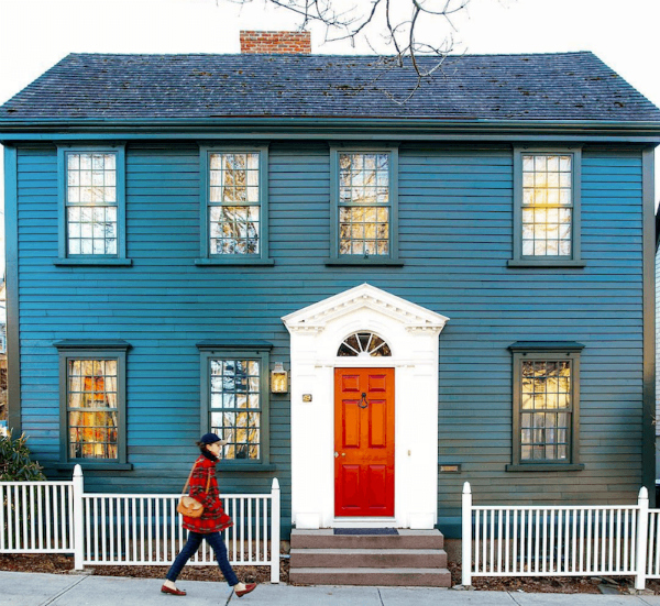 This gorgeous peacock blue exterior painted house is what my dreams are made of. Crisp red door paint with bright white trim makes this dark blue painted home picture perfect! #newenglandhomes #bluepaintedhouse #bluehouse #peacockbluehouse #blueexteriorpaint #blueexteriorhome