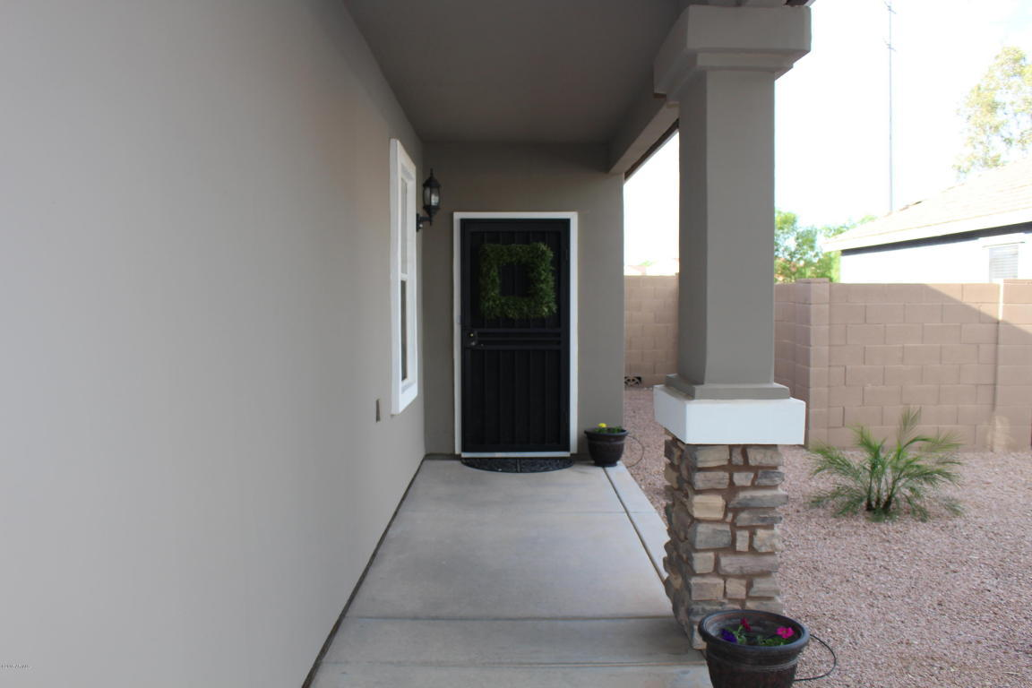 ++BEFORE PIC++ GORGEOUS Front Porch Makeover, check out the before-- WOW! Classic craftsman style home with a pop of pink, so good! #diy #stencil #Dutchdoor #pinkdoor #makeover #porchdecor #porchmakeover