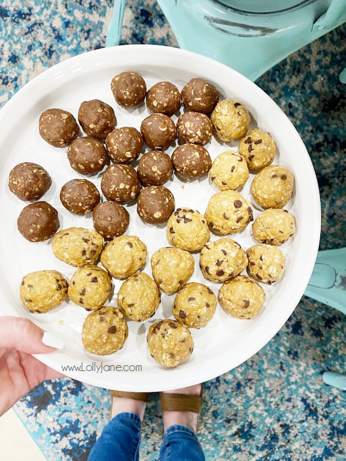 Clean Simple Eats protein bites are the perfect midday pick me up! Full of energy and healthy ingredients, these protein balls taste like a treat but are actually full of good ingredients. Must try protein bites! #cse #csechallenge #cleansimpleeats #healthyeating #proteinbites #proteinballs