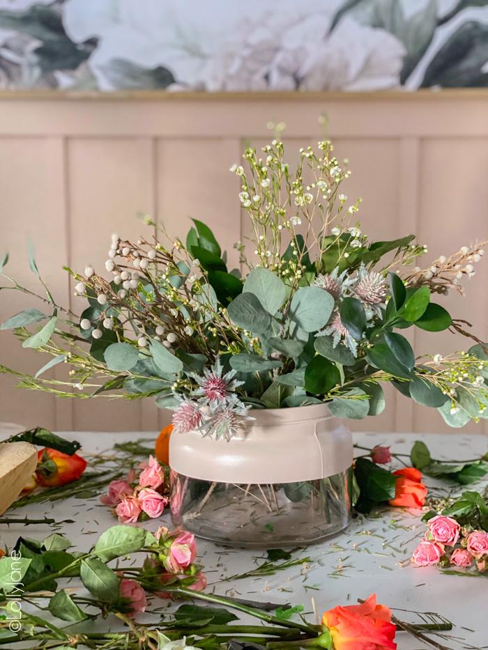 So easy you hardly need the tutorial to make this Color Block Vase that adds a fun pop of color to ANY space! #diy #colorblock #colorblockvase #modernvase #modernfarmhouse #vasediy #diyhomedecor #springfloralarrangement #floralarrangement