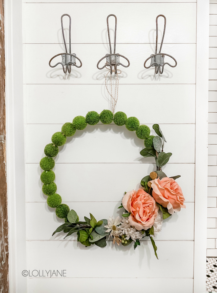 DIY Moss Ball Floral Wreath Tutorial | Such a fun easy to make wreath using moss balls and florals with eucalyptus leaves. Love this floral hoop wreath, too cute! Such a fun spring wreath! #floralhoopwreath #mossballdecor #mossballwreath #springwreath #diywreath #diyspringwreath