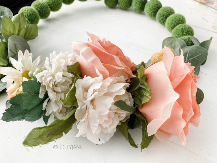 Loving this floral moss ball wreath, such a pretty wreath with easy to follow steps to make your own! The perfect spring wreath, love all the pink and greenery! #floralwreath #diywreath #diyfloralwreath #mosswreath #flowermosswreath