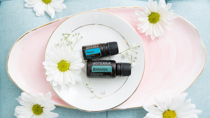 doTerra oils are an all natural way to create a clean home! Grab a kit to create a toxin free home with fun recipes and easy to use ingredients for a healthy lifestyle. #essentialoils #doterraessentialoils #starterkitoil #oillife #doterra