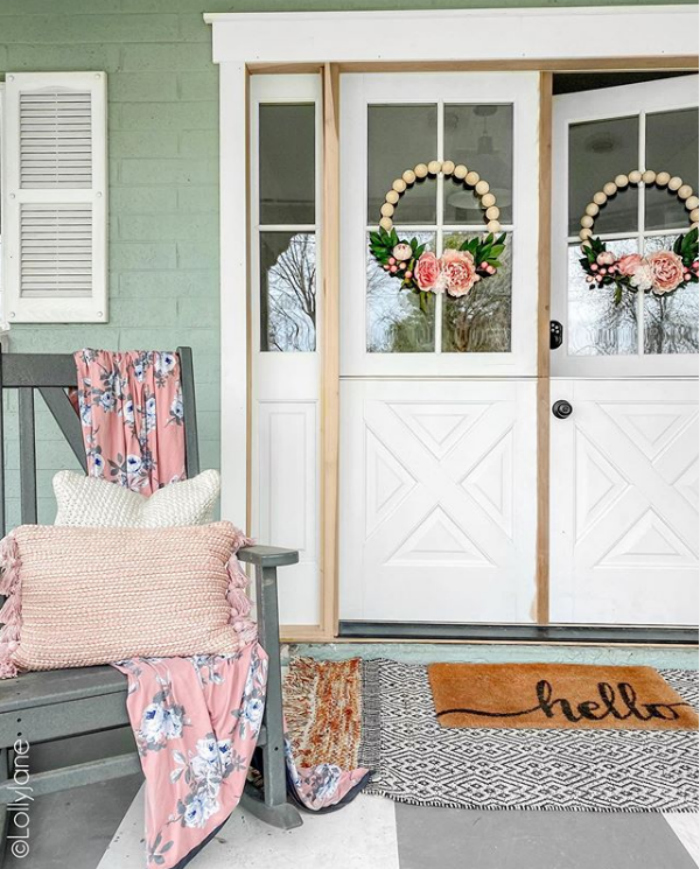 Loving these classic double dutch doors on this farmhouse style home. They're so bright and airy and let in so much natural light. #dutchdoor #frontdutchdoor #exteriordutchdoor #doubledutchdoors #frenchdutchdoors #farmhousedutchdoors