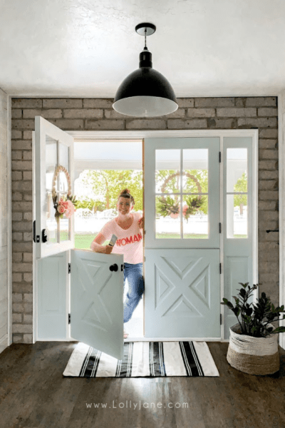 Farmhouse double dutch doors, so gorgeous!! Such a fun before/after exterior front door makeover! #dutchdoor #doubledutchdoors #frenchdutchdoors #farmhousedutchdoors #dutchdoor #simpsondutchdoor