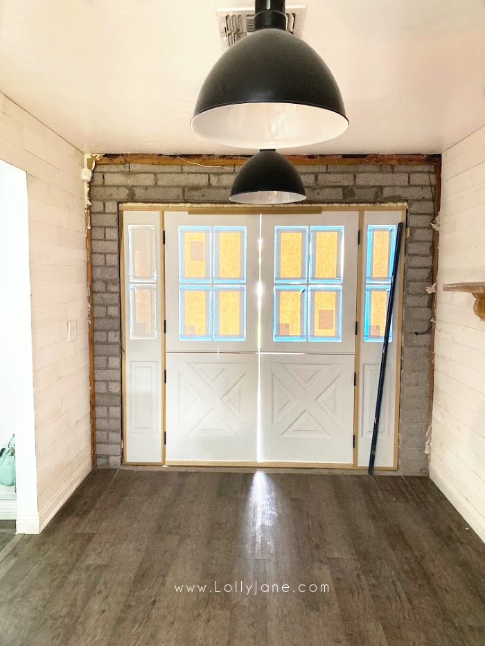 Farmhouse dutch doors: such pretty custom exterior doors to welcome your guests! Love these classic farmhouse doors! #farmhousehome #customdutchdoors #dutchdoorinstallation #doubledutchdoors
