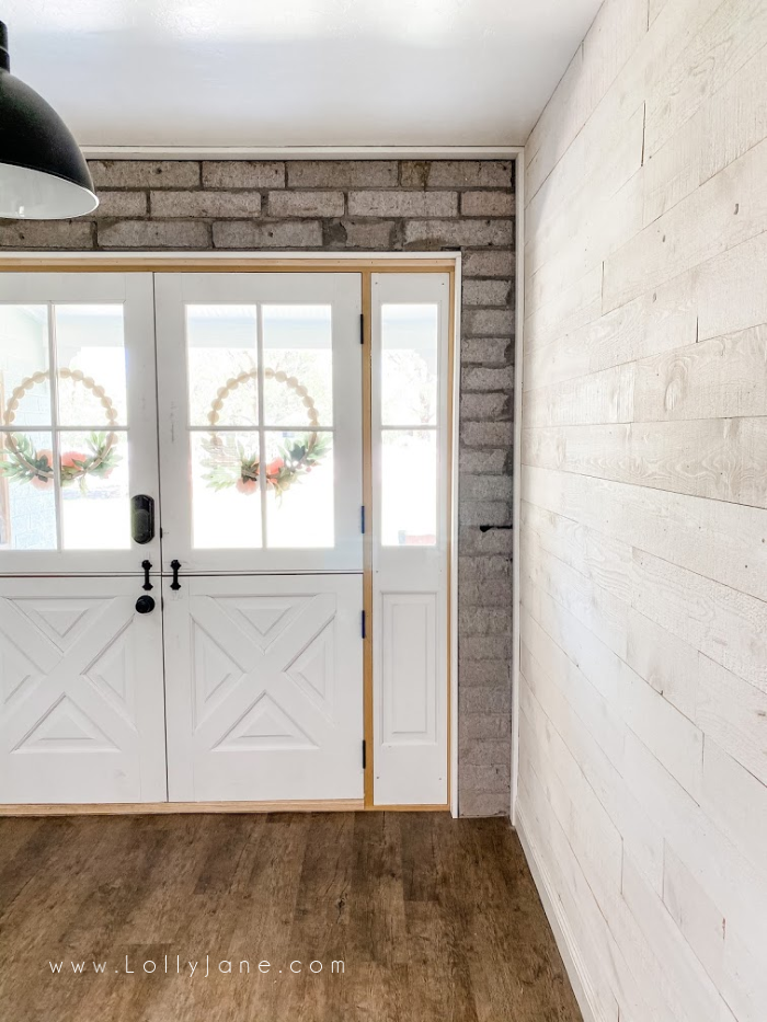 Loving these farmhouse dutch doors trim with the matching farmhouse style sidelights. Just a great way to allow natural light into your home. #dutchdoors #doubledutchdoors #frenchdutchdoors #howtoinstalldutchdoors #bluedutchdoors #farmhousedutchdoors