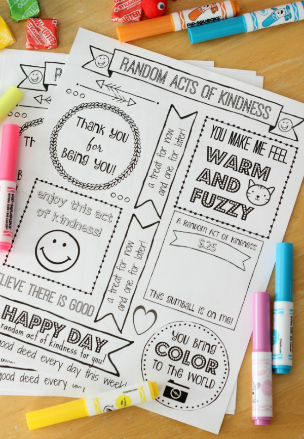 Print out a week of cute tags to color and hand out to brighten someone's day! Tuck everything inside of a box for a Random Acts of Kindness Kit. Love these random acts of kindness printable to share kindness. #justserve #roak #randomactsofkindness #payitforwardday #sharekindness