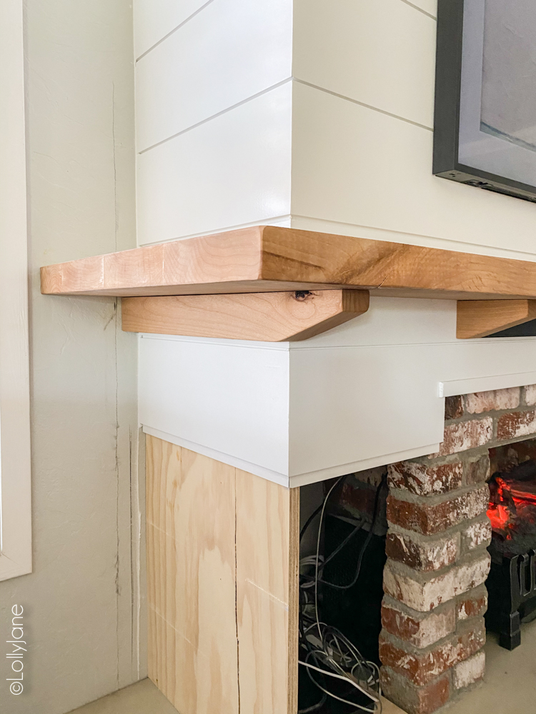 Stunning DIY Entertainment Center with 5 hidden design features that hide clutter and cords but make a BIGG statement! #modernfarmhouse #fauxfireplace #entertainmentsystem #diy #diyhomedecor